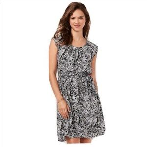 Like new soft pleated summer dress with tie belt